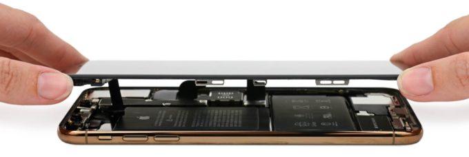 Аккумулятор причудливой формы iPhone XS